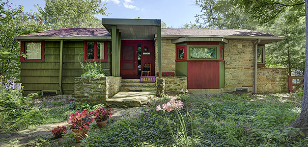 Feature Story: Homes Where Artists Live & Work (Photo Gallery)